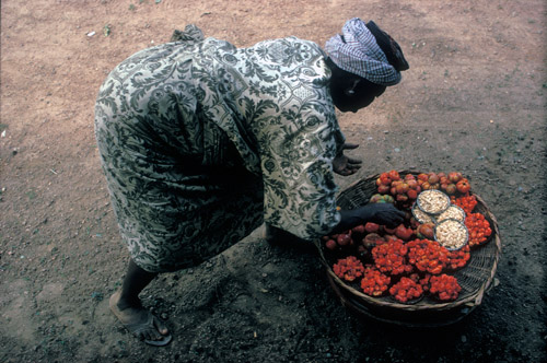 Market woman with peppers in Ibadan, Nigeria (© Owen Franken).