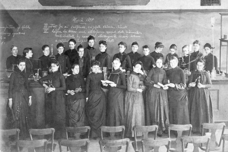 Ellen Swallow Richards in 1888 with students from the MIT Women's Laboratory