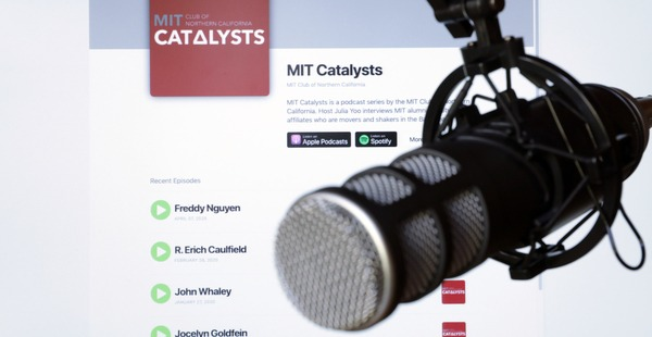 A microphone in front of a screen that displays the MIT Catalysts podcast web page